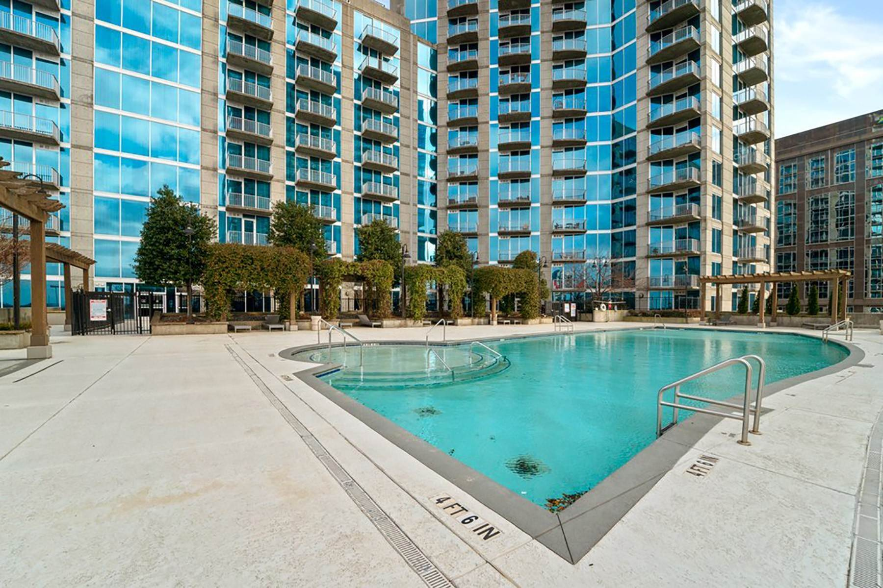 18. Condominiums for Sale at Sweeping South Facing Views From The 31st Floor of Twelve Centennial Park! 400 West Peachtree Street, 3107 Atlanta, Georgia 30308 United States