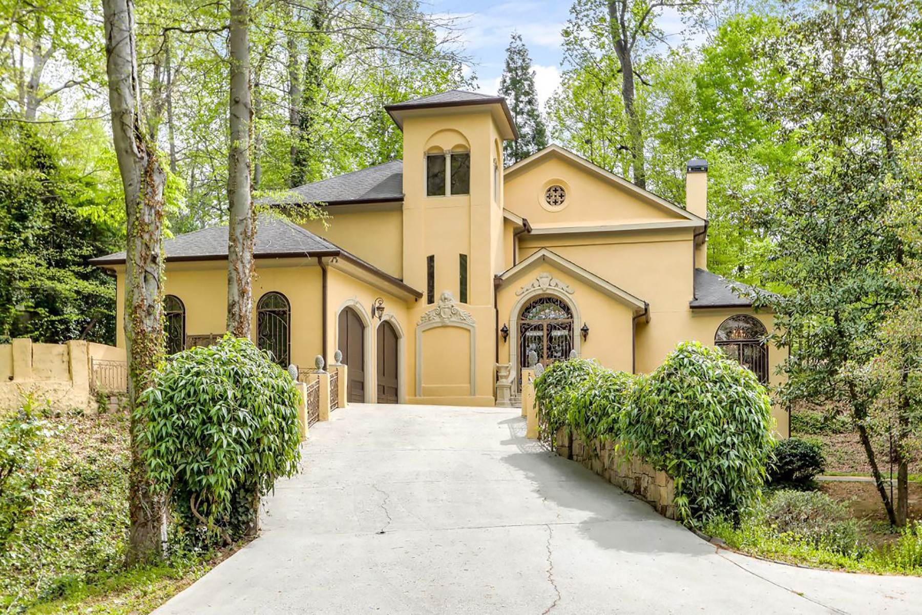 Single Family Homes for Sale at Magnificent Italianate Cement Stucco Masterpiece in Historic Brookhaven 3879 Peachtree Dunwoody Road Atlanta, Georgia 30342 United States