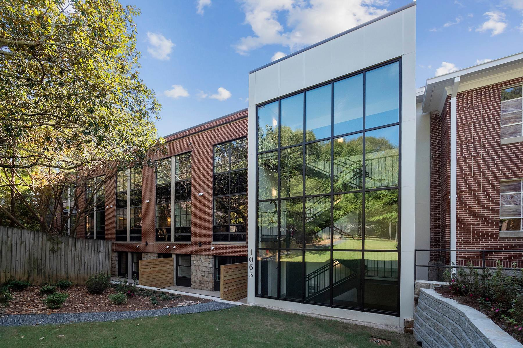 Condominiums for Sale at United Lofts: Industrial Meets Modern Elegance 1065 United Avenue, No. 206 Atlanta, Georgia 30316 United States