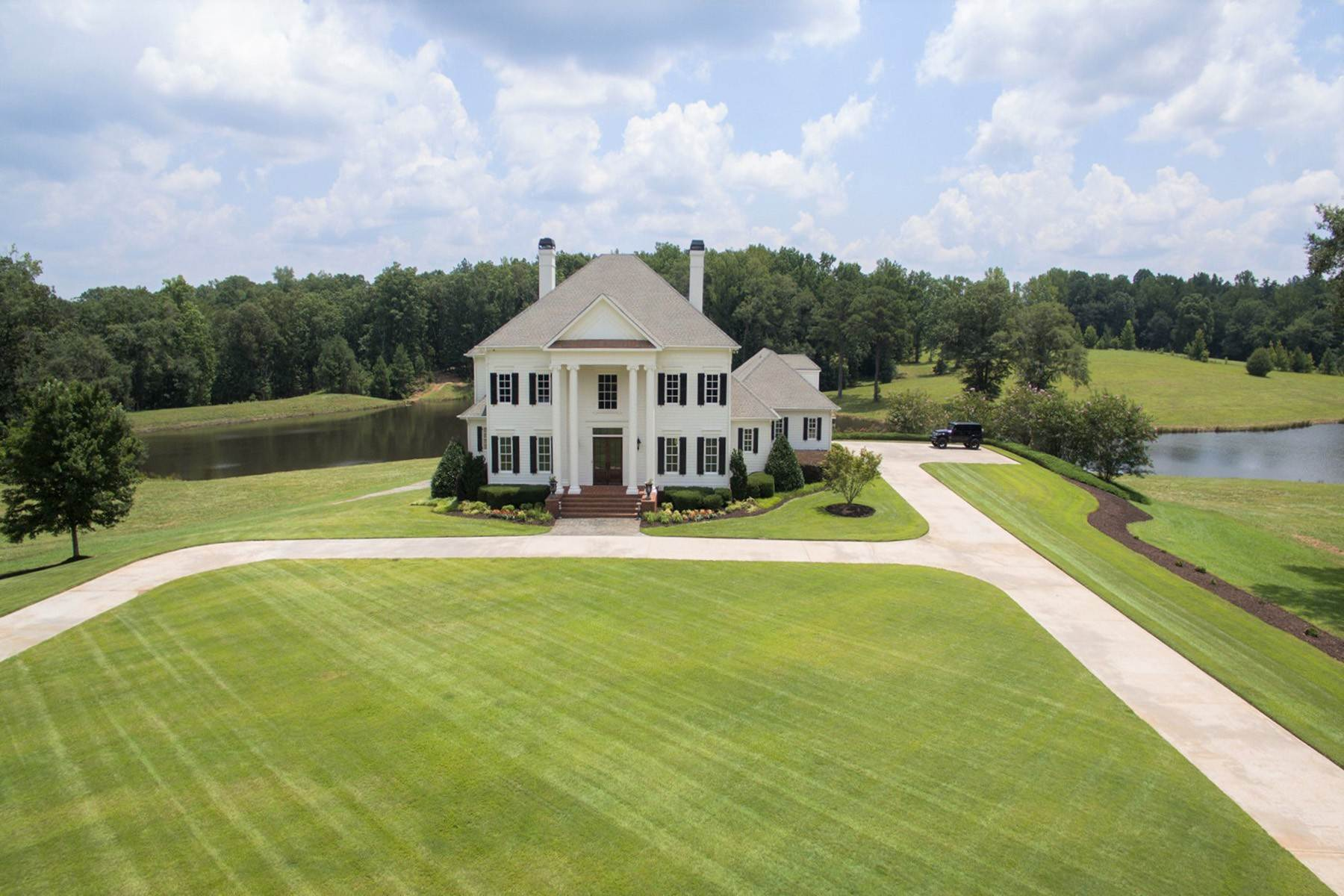 Single Family Homes for Sale at Enjoy Luxury Living In A Private, Relaxing, Rural Setting 833 Hines Road Moreland, Georgia 30259 United States