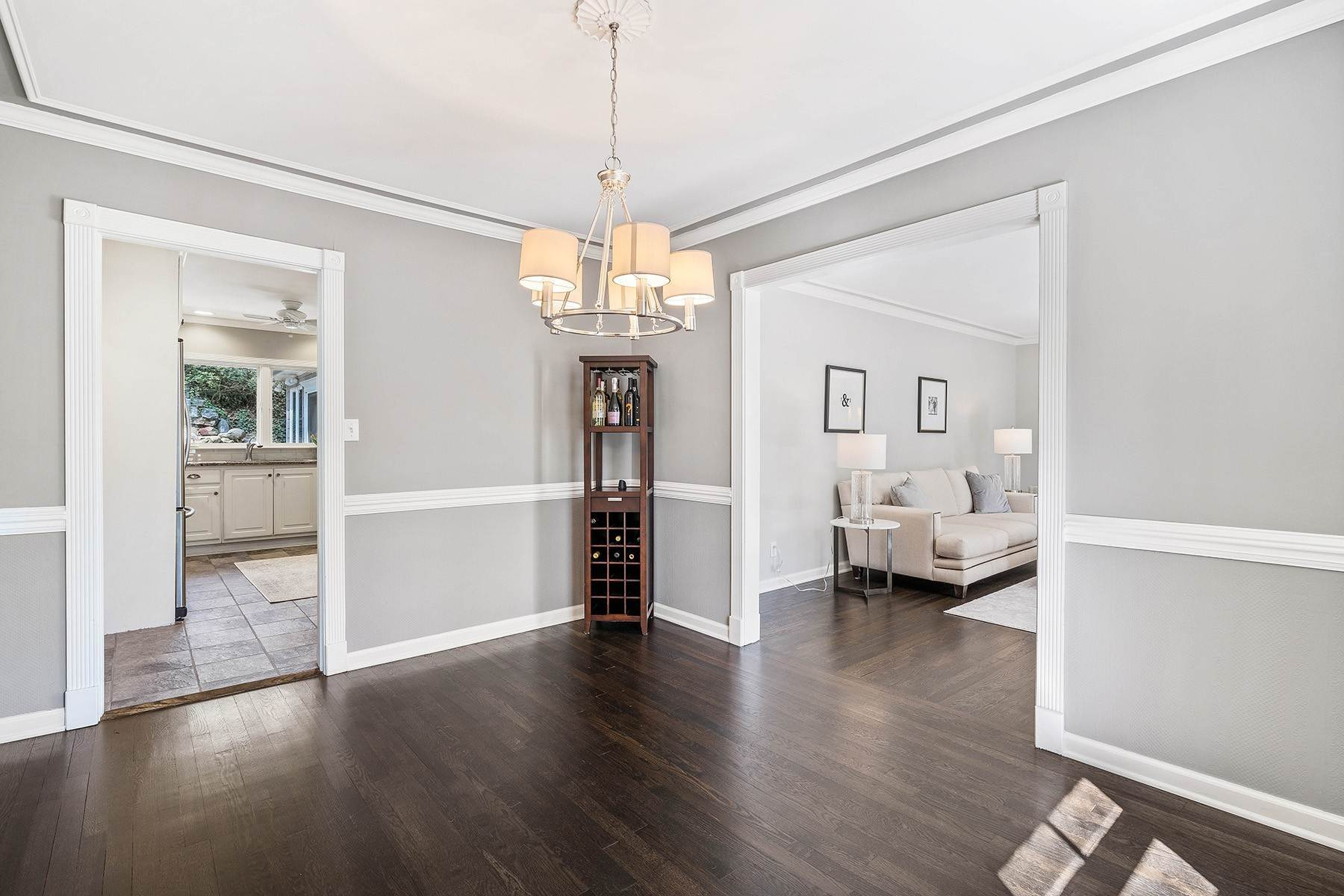 6. Single Family Homes for Sale at Fabulous Updated and Expanded Home Near Chastain Park 4944 Carol Lane Atlanta, Georgia 30327 United States