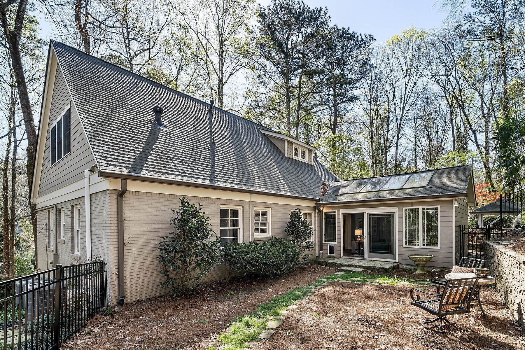 37. Single Family Homes for Sale at Fabulous Updated and Expanded Home Near Chastain Park 4944 Carol Lane Atlanta, Georgia 30327 United States