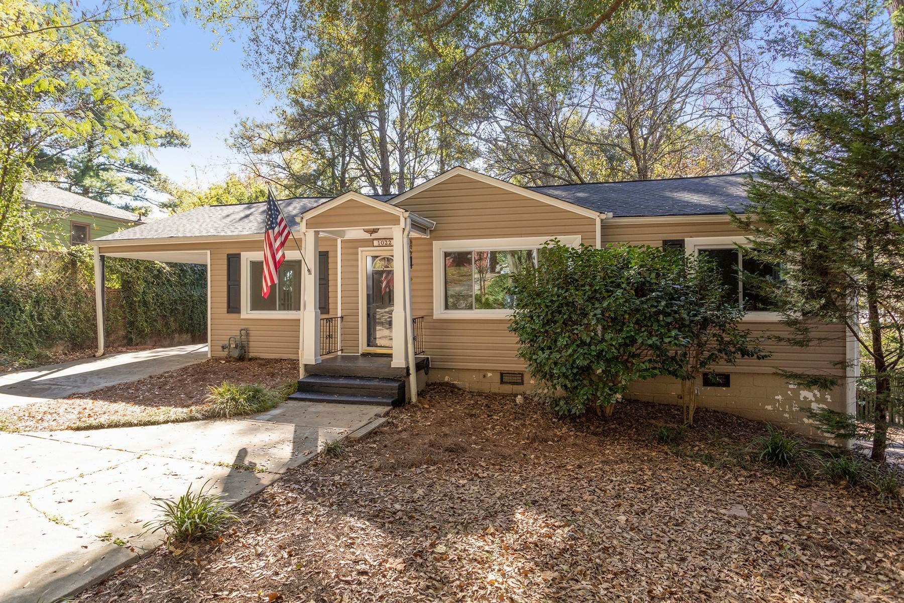 Single Family Homes vid Adorable Woodland Hills Ranch With Large Yard - Desired Intown Location! 1022 Shepherds Lane Atlanta, Georgien 30324 Förenta staterna