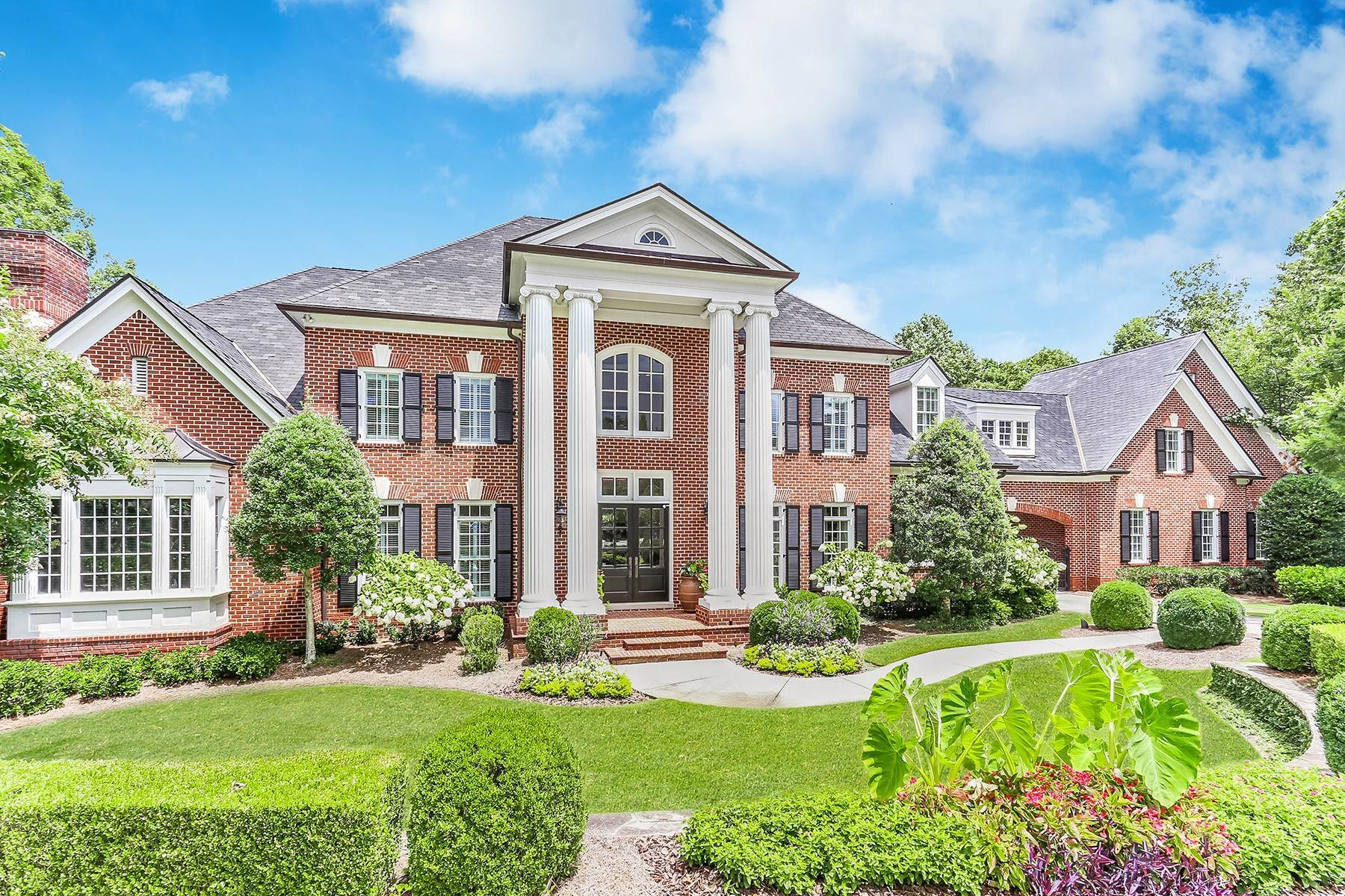 Single Family Homes のために 売買 アット Exceptional Private 3.6 Acre Gated Estate Backing To Chattahoochee National Park 374 Citadella Court Johns Creek, ジョージア 30022 アメリカ