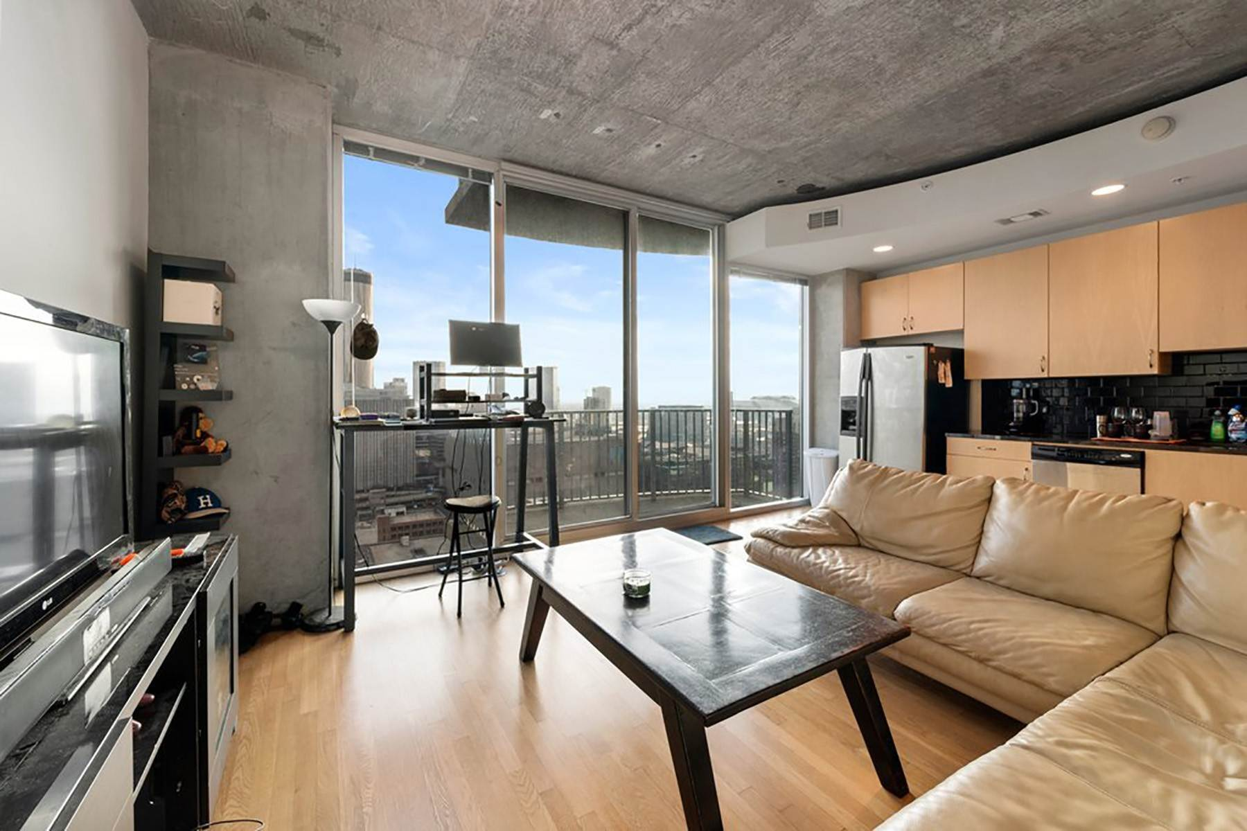 6. Condominiums for Sale at Sweeping South Facing Views From The 31st Floor of Twelve Centennial Park! 400 West Peachtree Street, 3107 Atlanta, Georgia 30308 United States